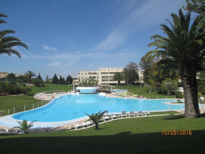 Hidden Gem - beautiful Vila Marachique with outstanding gardens and massive swimming pool
