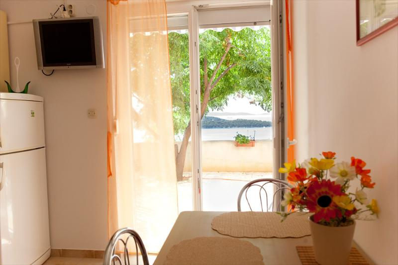 Apartments Elza, vacation rental in Donji Seget