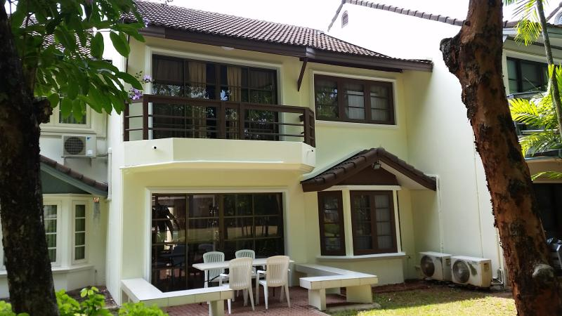 Ferienhaus Ocean Side D17, holiday rental in Ban Laem Mae Phim
