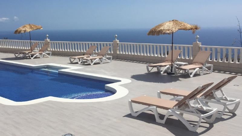 Stunning Location - 300m2 Private Terrace, 12m by 5m Pool with Jacuzzi Seat, Endless Pool Machine