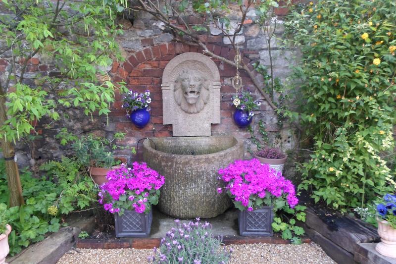 Sacred Garden Retreat Space, location de vacances à Glastonbury
