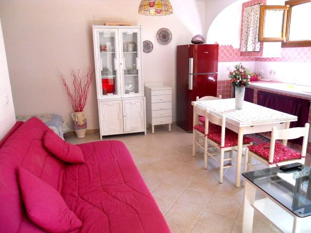 Naturalistic position close to the beach within walking distance. Relaxation and tranquility