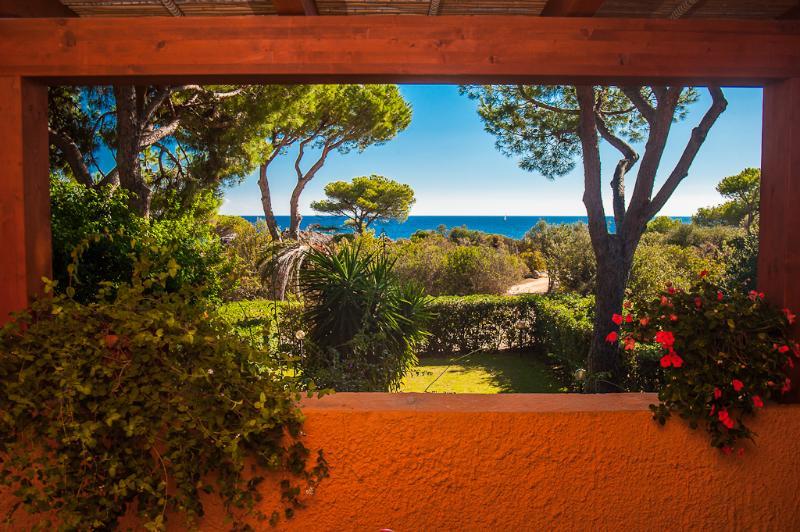 Sardegna: vista mare e a due passi dalla spiaggia, vacation rental in Santa Margherita di Pula
