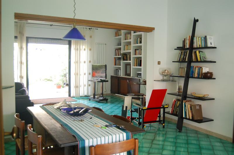 Mondello, Villa unifamiliare con  giardino, holiday rental in Alimena