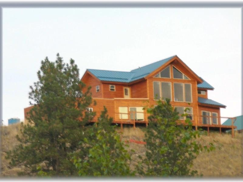 Wild West themed vacation home on Curlew Lake