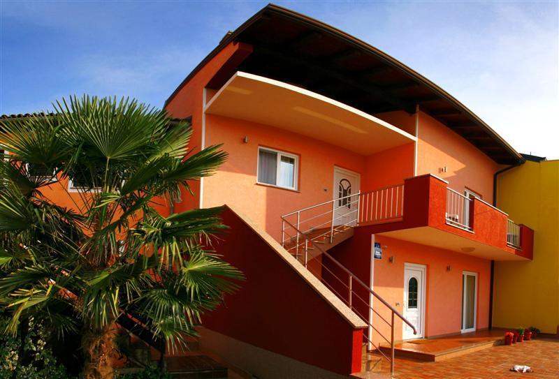 Apartments Dolcea, holiday rental in Zambratija