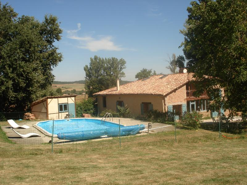 Nice Farmhouse with pool in south West France, vacation rental in Lavit