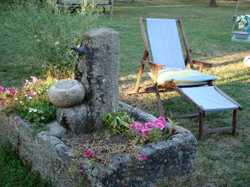 Casa campo 3 plantas, jardín, piscina..., holiday rental in Cenlle