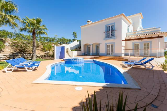 Beautiful villa in idyllic corner plot in peaceful upmarket location