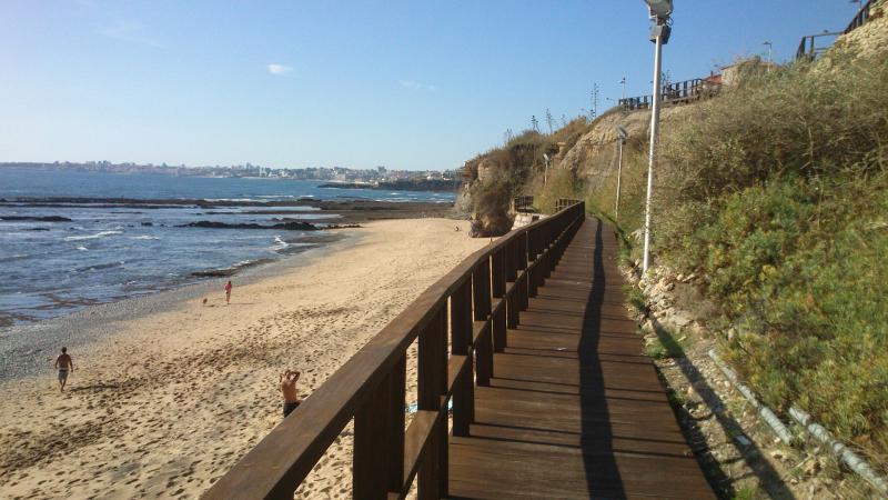 Praia das Avencas-  Apt. mesmo junto ao mar com estacionamento e ar condicionado, casa vacanza a Parede