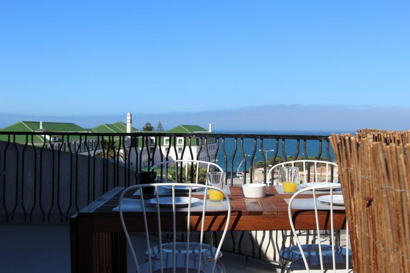 A terrace with a great sea view!