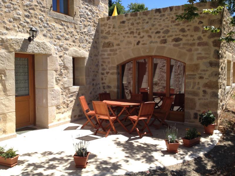 Gite de charme en Aveyron, vacation rental in Livinhac-le-Haut