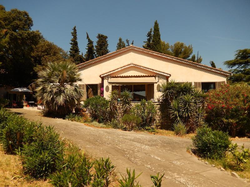 maison + dépendance, la campagne provençale à deux pas de la mer, location de vacances à La Valette-du-Var