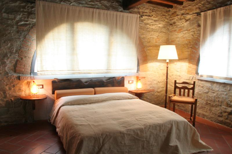 ARCHI apartment in CHIANTI Rufina with pool, vacation rental in Londa