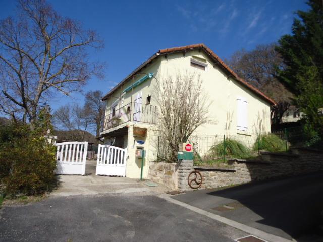 Petite maison sur le site de Millau plage, aluguéis de temporada em La Roque-Sainte-Marguerite