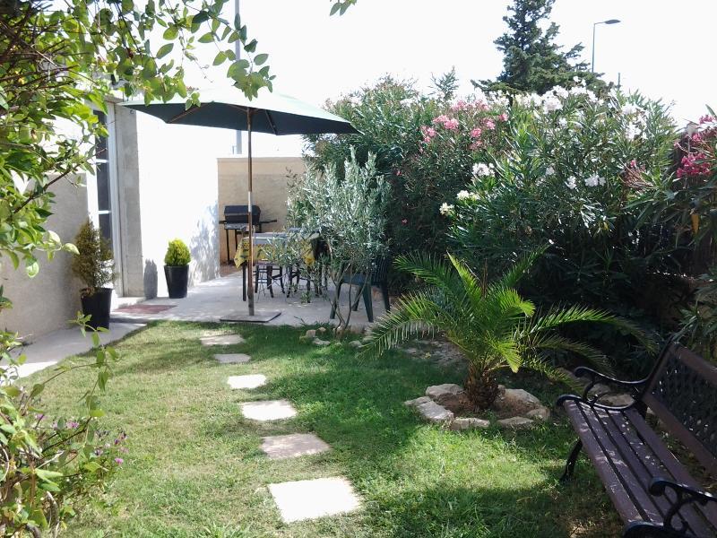 Plain pied entre Aix-en-Pce & Marseille, aluguéis de temporada em Vitrolles