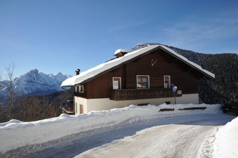 Casa vacanza nelle DOLOMITI, vacation rental in Province of Belluno