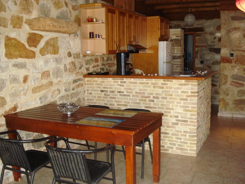 Family apartment at Athina EcoFarm, location de vacances à Epidavros