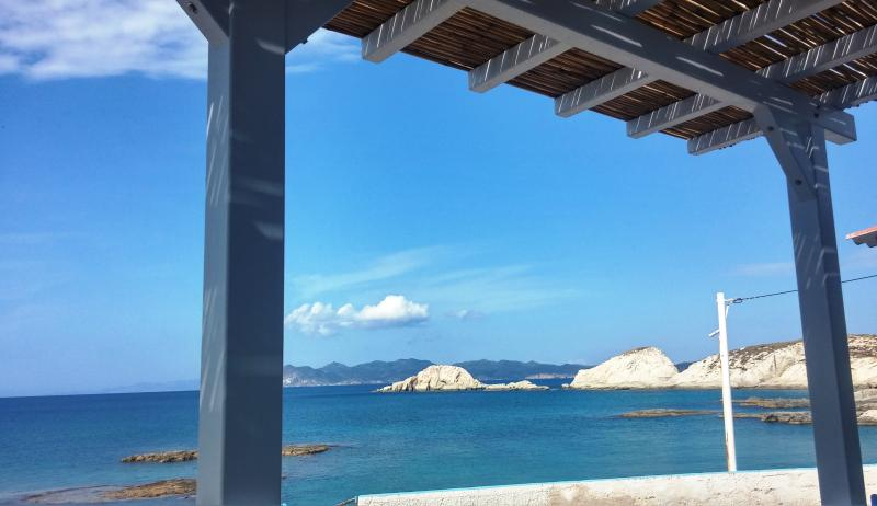 Traditional  Waterfront House, casa vacanza a Milos