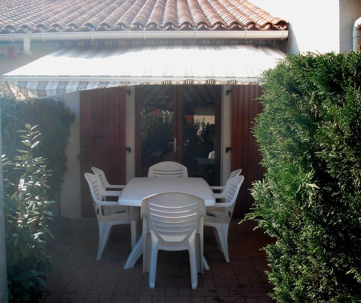 Small independent house with private courtyard and closed.