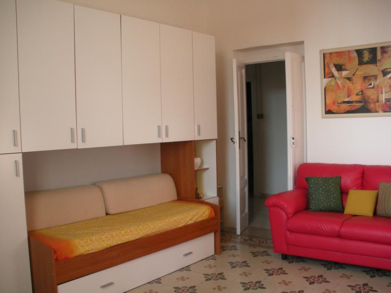 80 sq.m. apartment 150 steps to the sea, alquiler vacacional en Fossacesia Marina