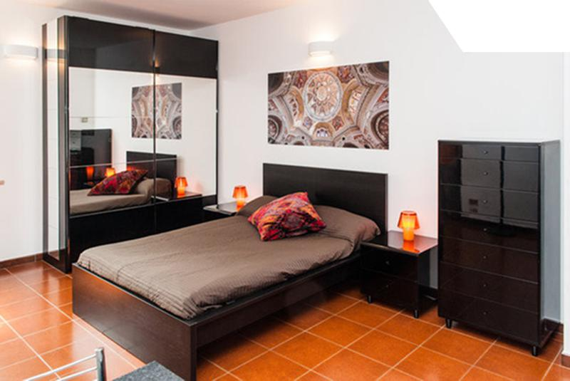Cozy, central and quiet + parking - P.zza Castello, vacation rental in Arignano