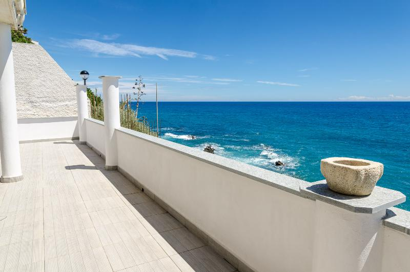 Dream home few meters to the sea, holiday rental in Cipressa