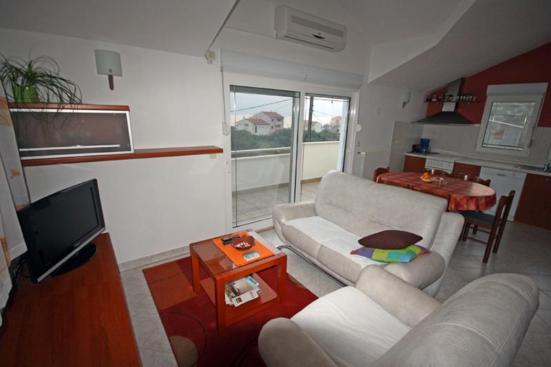 Apartment Bagi, vacation rental in Donji Seget