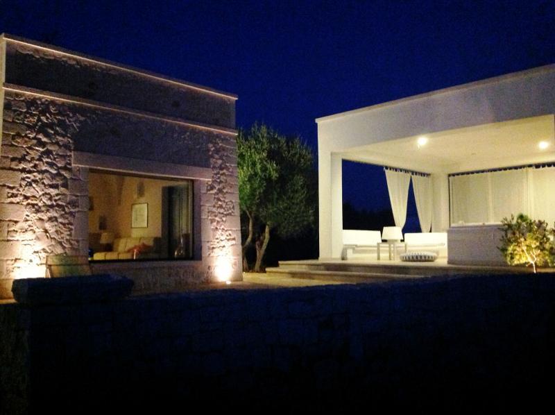 Raffinata dimora con grande patio affacciato su distesa di olivi, magico relax, location de vacances à Cisternino