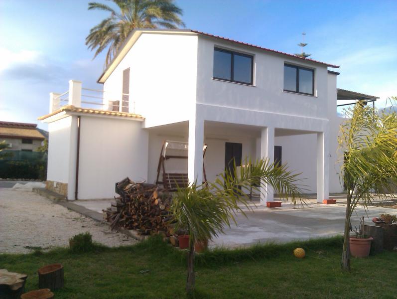 Villa Lucia a 40 metri dal mare, casa vacanza a Capo Negro