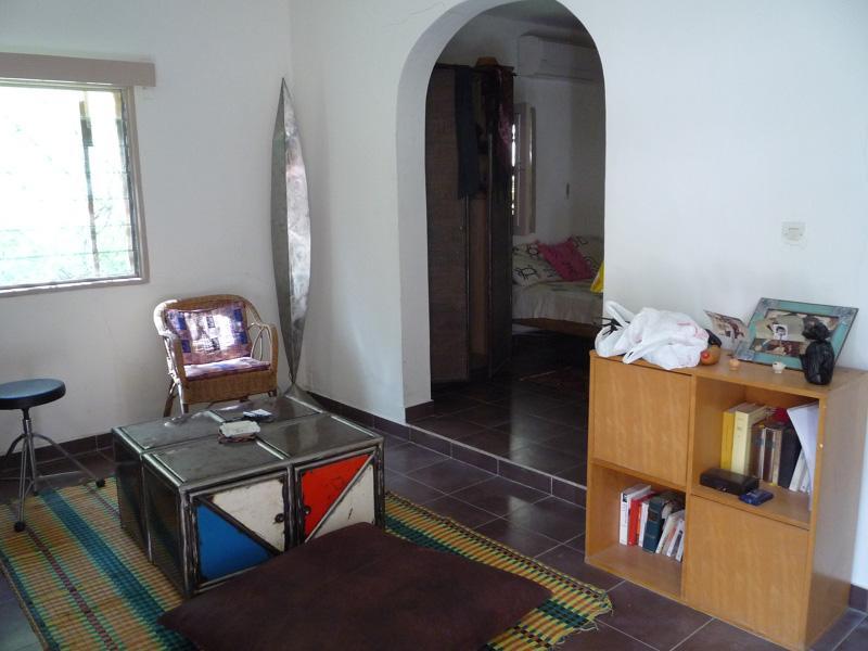 Studio meublé dans beau jardin, très central., aluguéis de temporada em Região de Dakar