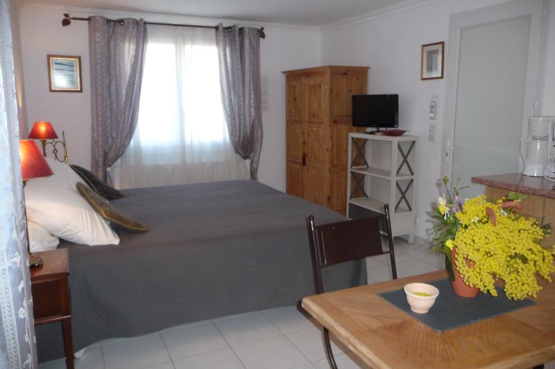 STUDIO D'HOTES ADRIANA, vacation rental in Fréjus