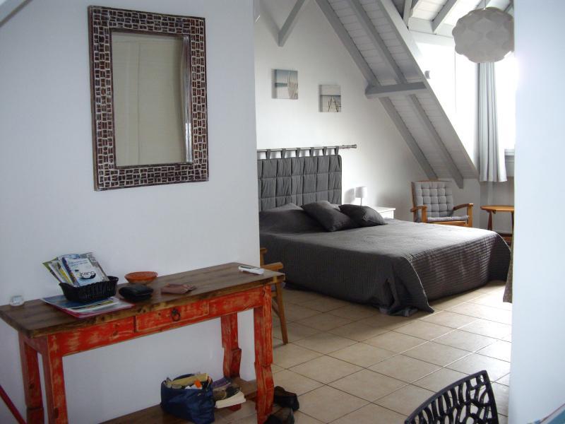 Grand studio de standing (35m2) dans le Village Créole,Pointe du Bout, location de vacances à Trois-Îlets