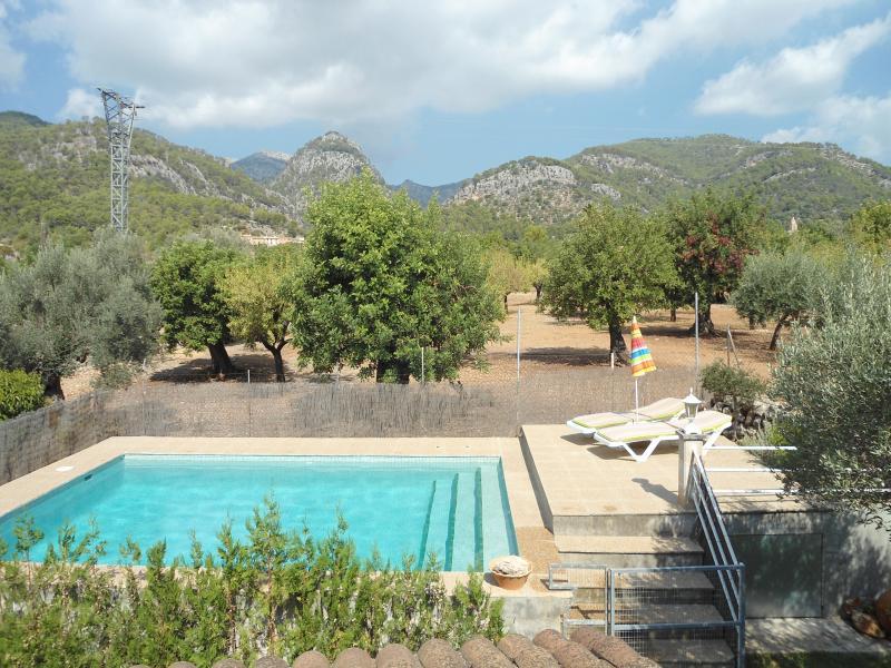 Casa de  vacaciones con piscina y jardín.Can Tomeu Franc, holiday rental in Binibona