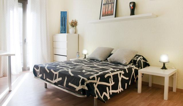 FANTASTIC APARTMENT NEAR THE BEACH- WIFI, alquiler vacacional en Badalona