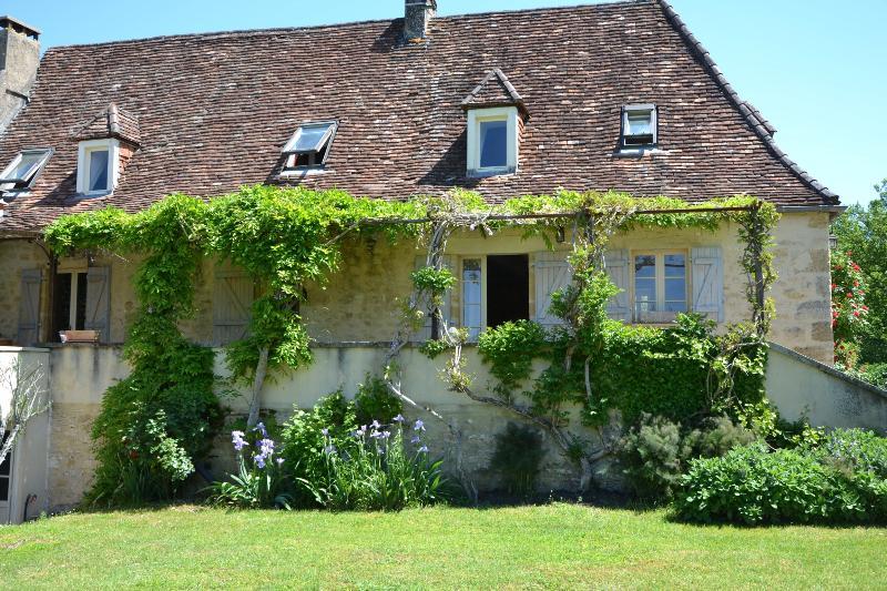 Bienvenue au gite Castelnaud, maison de caractère idéale pour se reposer en famille