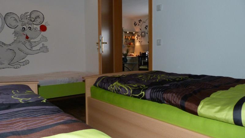 Schlafzimmer, Blick zur Wohnküche