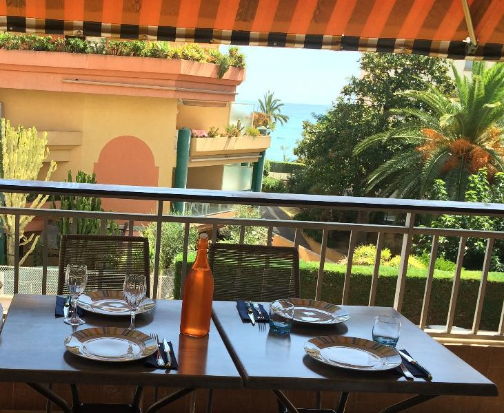 APPARTEMENT 6-8 pers 150m BORD DE MER CALME, vacation rental in Roquebrune-Cap-Martin