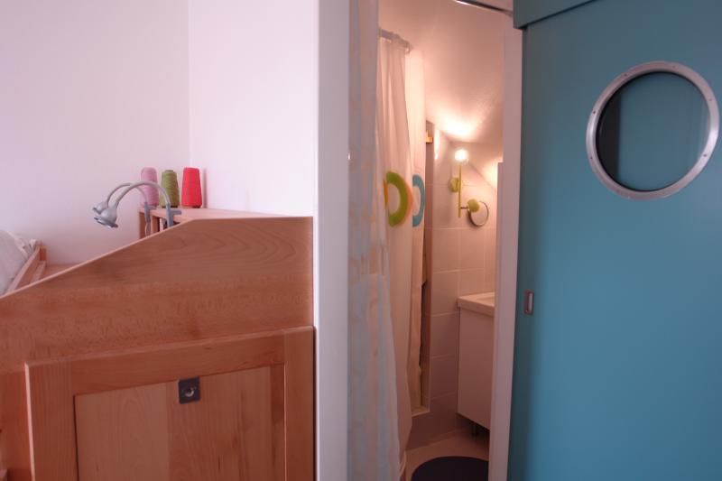 2 quartos guarda-roupa e banho quarto 2