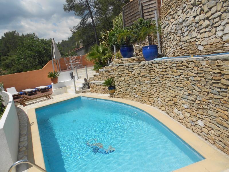 haut de villa avec acces  piscine chauffée, holiday rental in Sollies-Pont