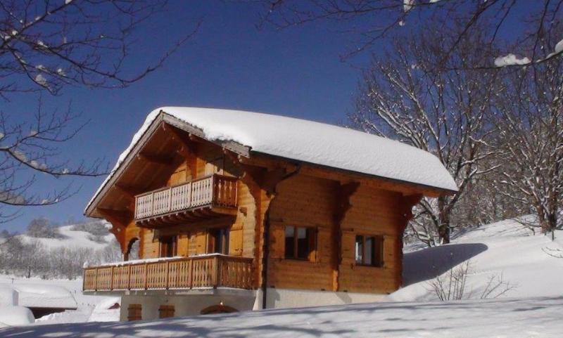 Chalet traditionnel à Bernex en Haute-Savoie près du lac Léman - toutes saisons, holiday rental in Saint-Gingolph