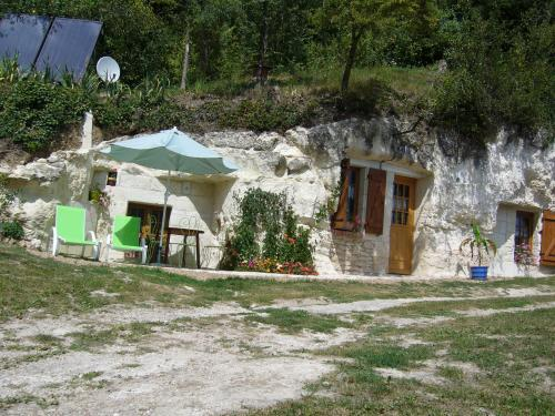 gite  troglodytique insolite, holiday rental in Bourre