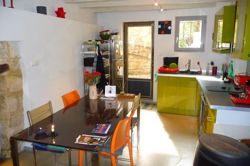 MAISON MITOYENNE AVEC PATIO, holiday rental in Villeneuve-les-Avignon