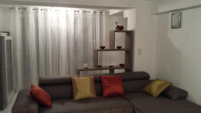 Appartement complet  de standing 75m² RDC de Villa, holiday rental in Toulon