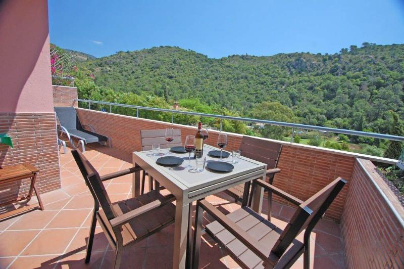 Benahavis Village - Top Floor Apartment, holiday rental in Benahavis