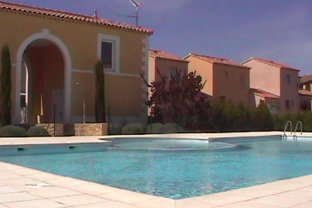 Agréable maison dans résidence avec piscine, holiday rental in Villedieu