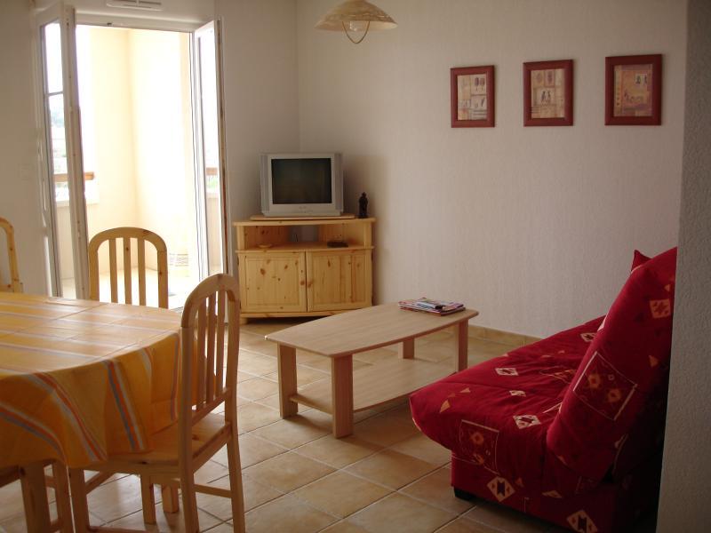 Spacieux appartement avec piscine à 5' de la mer, alquiler vacacional en Narbonne-Plage