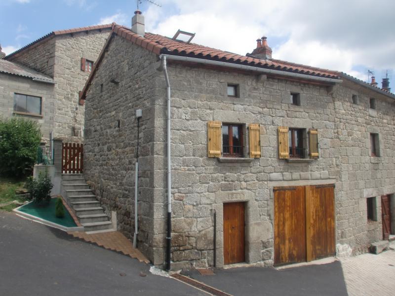Gite 5 Personnes dans le GEVAUDAN, holiday rental in Saugues