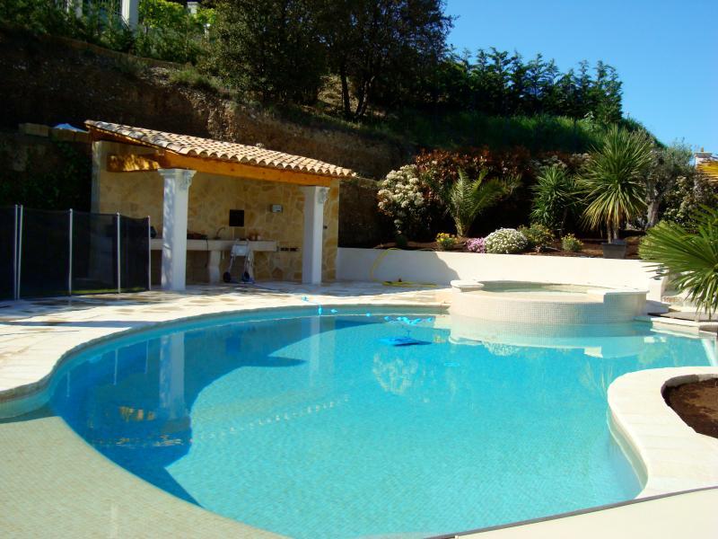 Luxury villa with pool in quiet. Magnifique Villa., alquiler vacacional en Carros