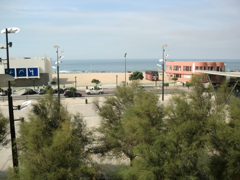 Apartamento T3 frente ao mar, vacation rental in Povoa de Varzim